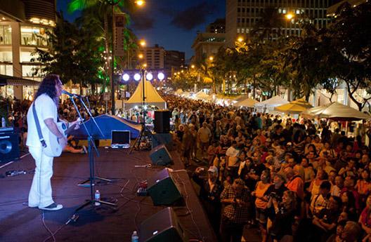 Night-Crowd-(Henry-Kapono-2012)