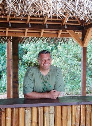 地元の役に立つビジネスがしたかった」と語る経営者のアーロンさん