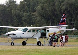 山中さんの所属する「スカイダイブ・ハワイ」の所有する飛行機。同時に10名以上乗り込むことができる