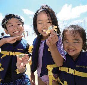 サンドバーツアーで喜ぶ子どもたち