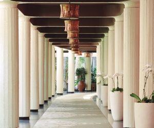 ロイヤルハワイアンホテルの回廊